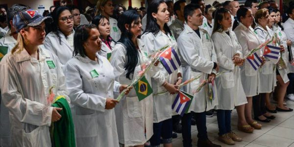 Ministério deve flexibilizar revalidação de diploma para médicos cubanos