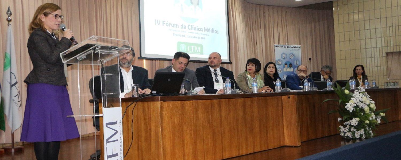 Especialidade de clínica médica é tema de debate em Fórum