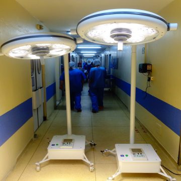 São Vicente adquire focos cirúrgicos portáteis para seu Centro Cirúrgico