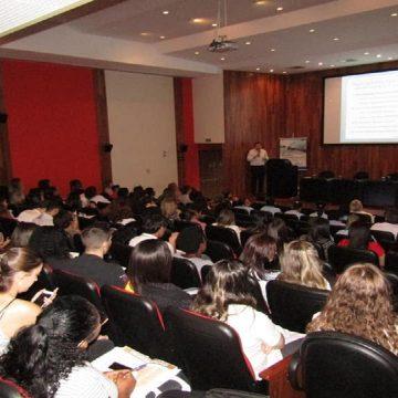 Evento médico debate vantagens da humanização em Terapia Intensiva