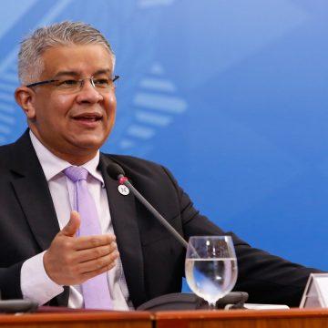 Ministério quer ampliar testes de 2.700 para 70 mil por dia e prevê exames para casos leves