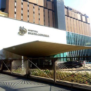 Hospital Santa Catarina oferece drive-thru para pacientes que necessitam de medicamentos, durante a pandemia