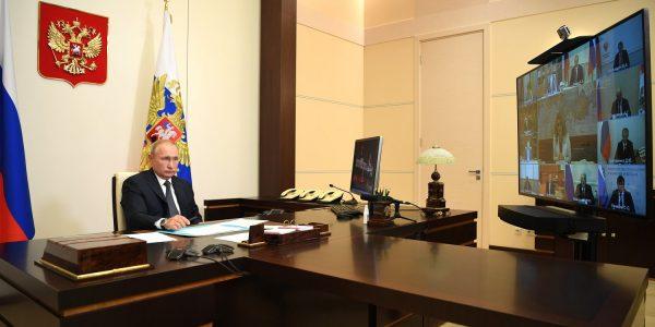 Rússia aprova regulamentação da primeira vacina contra covid-19
