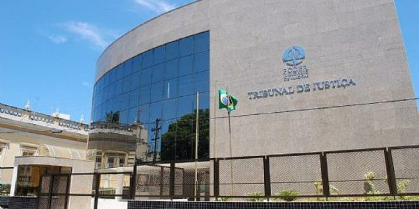 Hospitais são condenados a indenizar pacientes tratados por falsos médicos